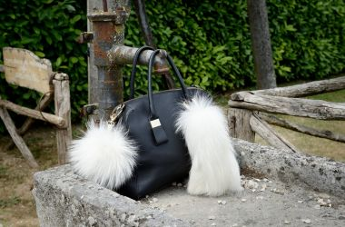 Produzione production of accesorize and fur coat volpe shadow